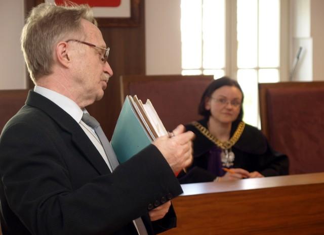 Nie ma chętnych na Odyseję w Starych BielicachKomornik Włodzimierz Goździcki dwa razy wychodził na korytarz Sądu Rejonowego, by zapytać, czy ktoś jest zainteresowany.