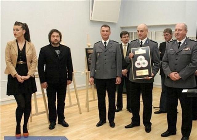 Inspektor Igor Parfieniuk, komendant wojewódzki policji (pierwszy z prawej) podczas uroczystości w Warszawie