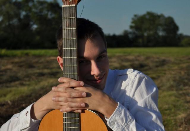 Na gitarze swemu bratu akompaniować będzie Michał Swaczyna