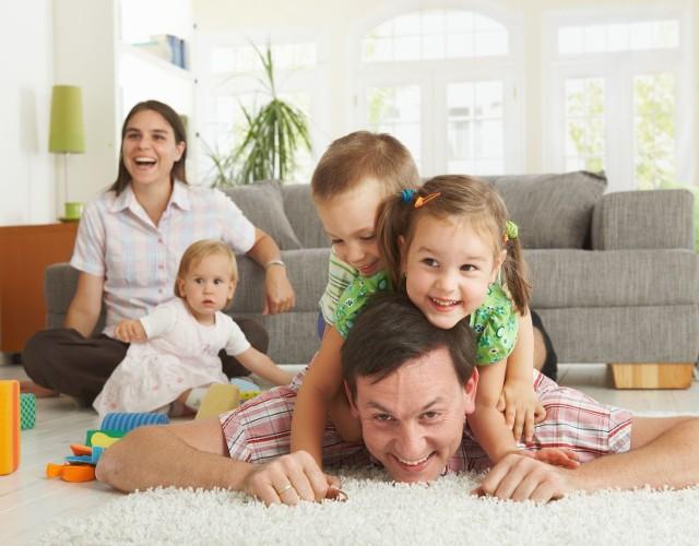 """""""Żeby każda rodzina mogła mieć własne mieszkanie, żeby mogła w tym mieszkaniu myśleć o bezpiecznym i spokojnym wychowaniu swoich dzieci - oto wizja premier Szydło"""