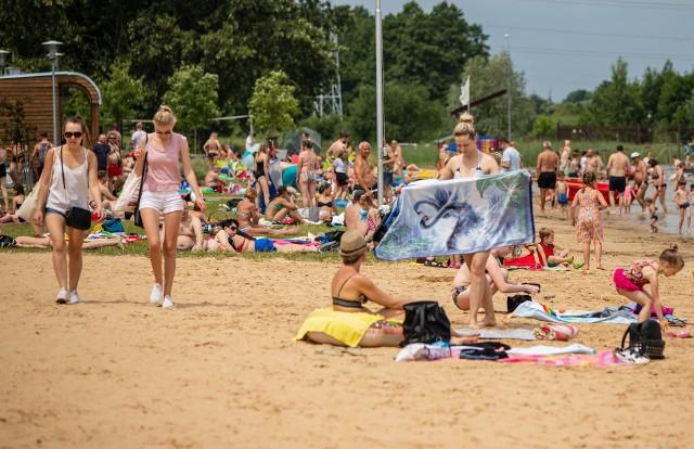 Plaża Dojlidy w Białymstoku jest chętnie odwiedzana przez plażowiczów