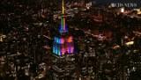 Nadchodzi Super Bowl, Ameryka oszalała. Niezwykła iluminacja budynku, symbolu Manhattanu (WIDEO)