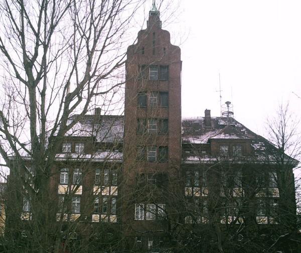 Według miłośników koszalińskiej historii najbardziej rozległe katakumby znajdują się w okolicy budynku straży pożarnej przy ulicy Kazimierza Wielkiego.
