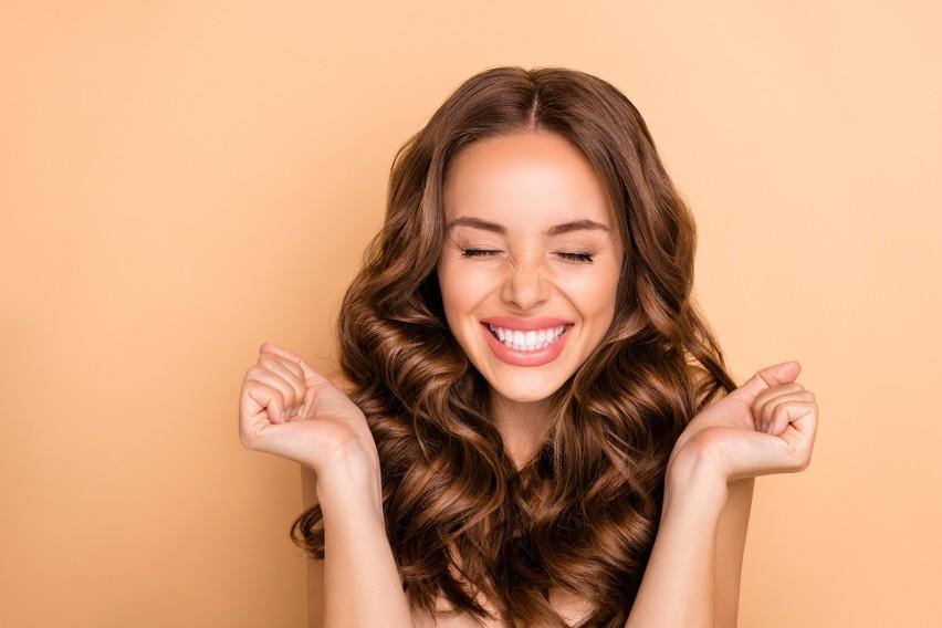 Wiele kobiet poświęca dużo czasu, aby ich włosy zachwycały...
