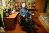 Mateusz z Klenicy prosi o wsparcie. Połowę swego życia porusza się na wózku