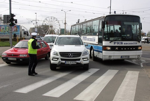 Przejechanie przez okolice Mostu Długiego stanowiło problem niejednego kierowcy.
