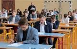 Egzamin w Gimnazjum nr 12 im.Bronisława Malinowskiego w Grudziądzu [zdjęcia]