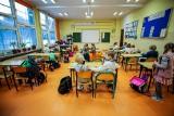 Najmłodsi uczniowie wrócili do szkół. Sprawdziliśmy, jak na reaktywację stacjonarnej nauki przygotowała się SP nr 66 w Katowicach
