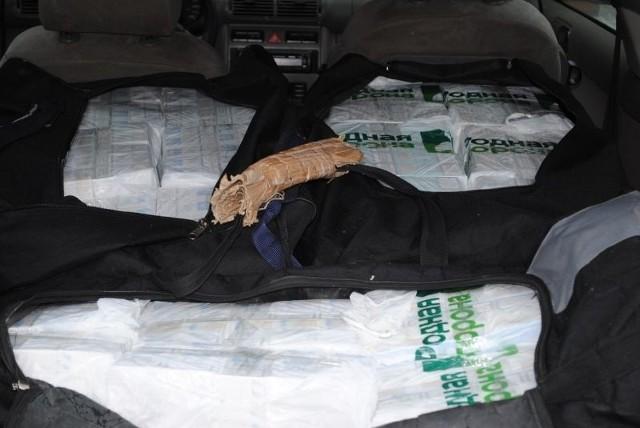 Pogranicznicy w audi zauważyli trzy wypakowane po brzegi torby
