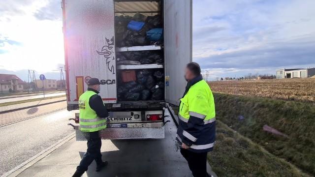 Transport odpadów zatrzymany przez kędzierzyńsko-kozielskich inspektorów transportu drogowego.