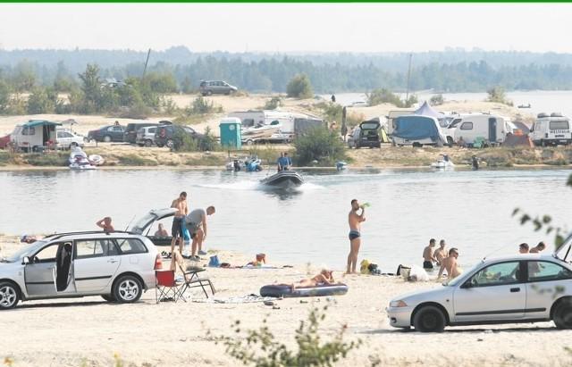Latem nad jeziorem Kuźnica Warężyńska, zwanym potocznie Pogorią IV, wypoczywają setki plażowiczów z całego województwa. Kąpielisko jest nielegalne, nie ma tu ratowników wodnych