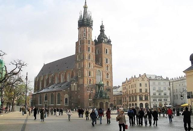 Do legndarnej stolicy Polski ( na zdjęciu krakowski Rynek i kościół mariacki) inowrocławianie dojadą bez kłopotliwych przesiadek