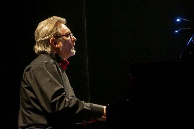 Andrzej Jagodziński, świetny interpretator Chopina w wersjach jazzowych, w sobotę zmierzy się z muzyką Krzysztofa Komedy
