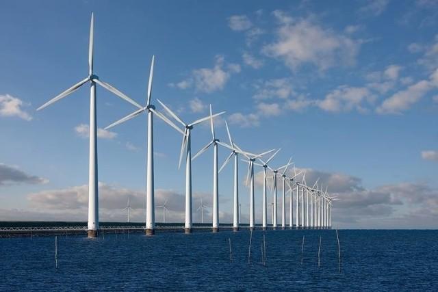 – Tak, wierzymy w energię z Bałtyku jako ważny element mixu energetycznego. Dodajmy, że ta energia jest stabilna, ponieważ przez ok. 220 dni w roku na Bałtyku wieje wiatr. Na lądzie ta wietrzność jest mniejsza, więc ten kierunek bałtycki jest bardzo obiecujący – mówi Daniel Obajtek, prezes PKN Orlen