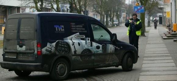 - Robimy zdjęcia na wszelki wypadek - mówi strażnik miejski...