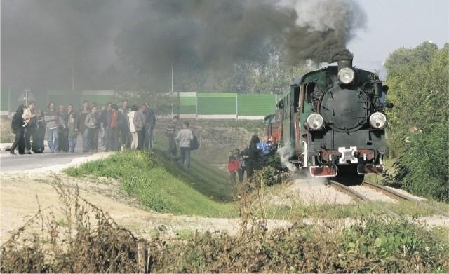 Nasze Dobre Świętokrzyskie 2012: Ciuchcia Expres Ponidzie Ciuchcia Ekspres Ponidzie to jedna z atrakcji turystycznych regionu. Jej trasa wiedzie przez malownicze tereny nad rozlewiskiem Nidy.