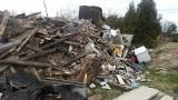 Dzikie wysypisko śmieci na poznańskim Strzeszynie. Ktoś wykorzystuje moment, gdy służby walczą z koronawirusem