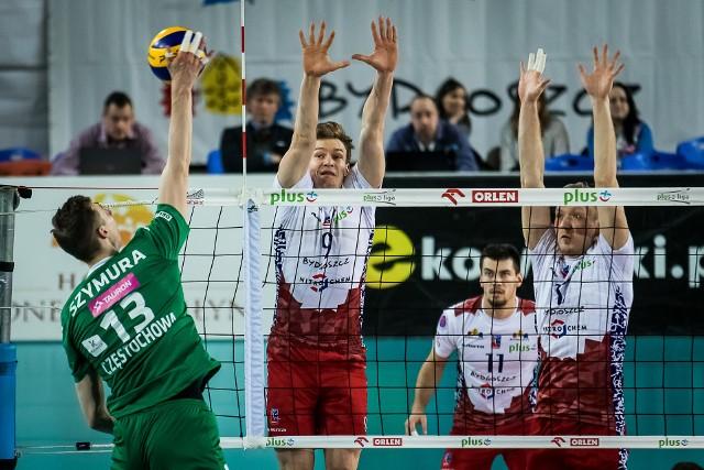 Rafał Szymura (z lewej) wzmocniłby rywalizację w składzie mistrzów Polski. ZAKSA nie będzie jednak na siłę o niego walczyć.