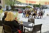 Najazd turystów na Sandomierz! Tłumy w ogródkach, miasto znów tętni życiem [ZDJĘCIA]