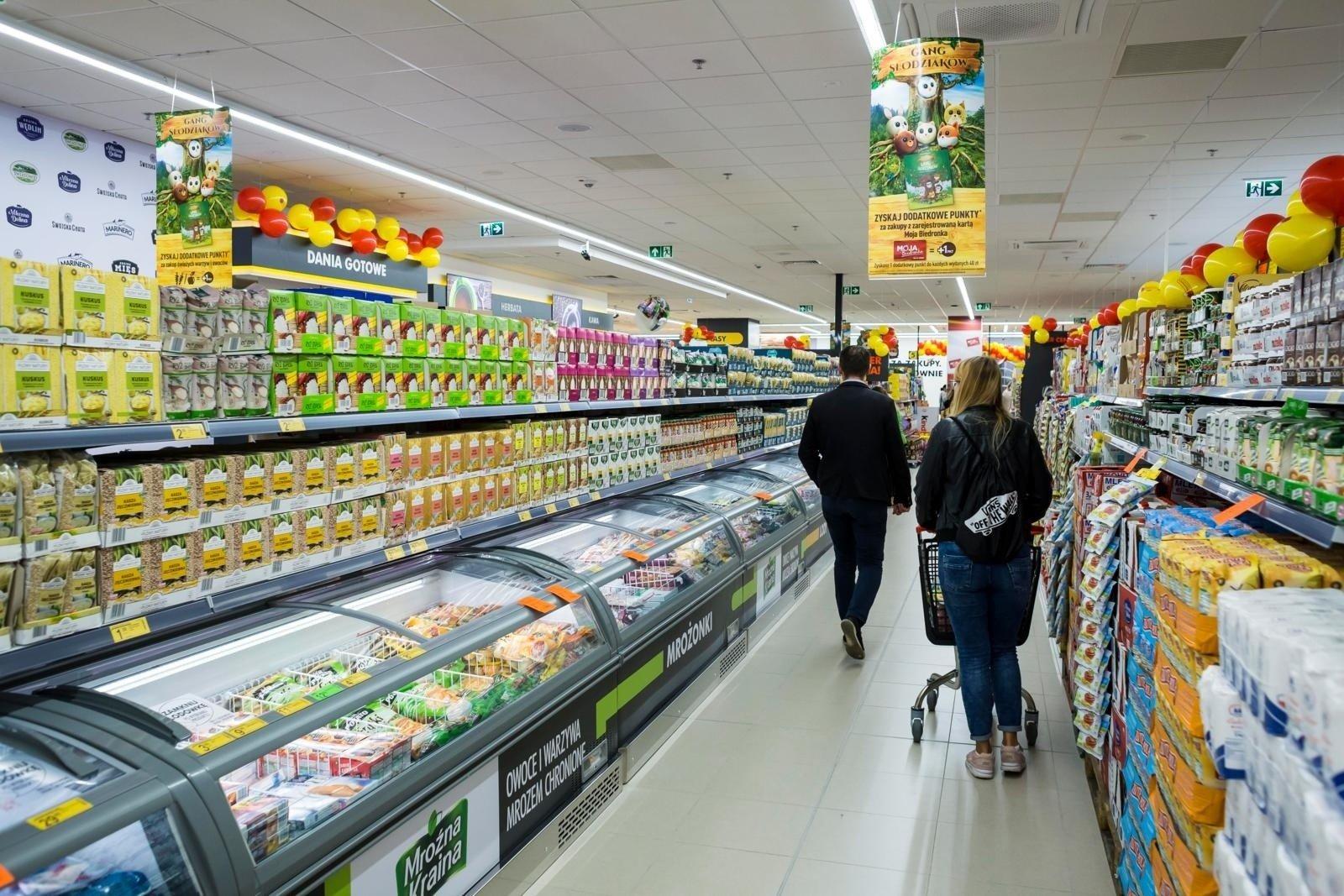 ef3c8e4f3 Ograniczenie handlu w niedziele nie zaszkodziło sieciom sklepów. Promocje  przyciągnęły klientów w inne dni tygodnia