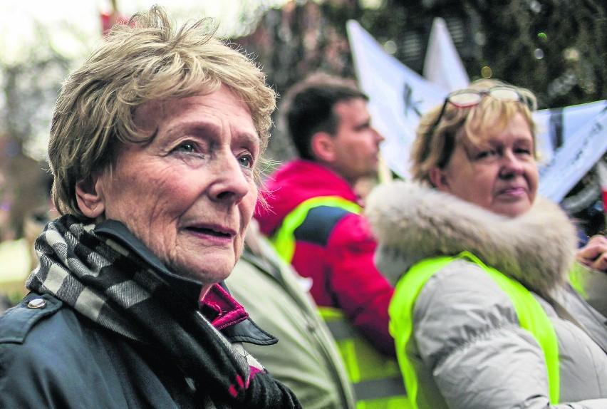 Olga Krzyżanowska: Uczestniczę w demonstracjach organizowanych przez Komitet Obrony Demokracji, bo jestem po prostu obywatelką zaniepokojoną tym, co się dzieje w naszym kraju