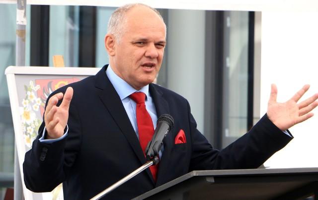 Leszek Kawski podczas otwarcia biblioteki, największej inwestycji realizowanej w ubiegłym roku