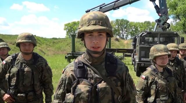 2 Pułk Inżynieryjny włączył się w akcję #hot16challenge2. Posłuchajcie jak rapują żołnierze z Inowrocławia.