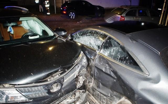 W środę (18 marca), przed godz. 22., doszło do kolizji z udziałem dwóch samochodów osobowych na skrzyżowaniu ulic Moniuszki i Rybackiej. Policjanci z Wydziału Ruchu Drogowego ustalają przyczyny kolizji.
