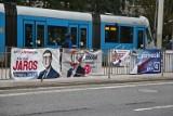 Plakaty wyborcze szpecą miasto legalnie. Komitety są bezkarne