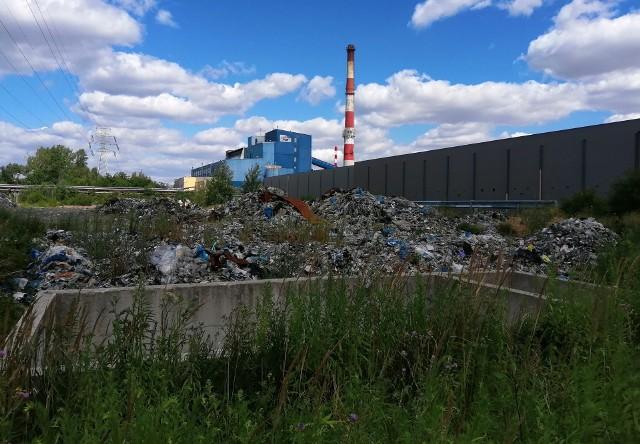 Są wyniki oględzin NIK na składowiskach odpadów, niebezpiecznych zarządzanych przez spółkę Eko-Boruta w Zgierzu. Nie napawają one optymizmem. Składowisko stanowi zagrożenie dla zdrowia i życia mieszkańców. Czytaj na kolejnym slajdzie