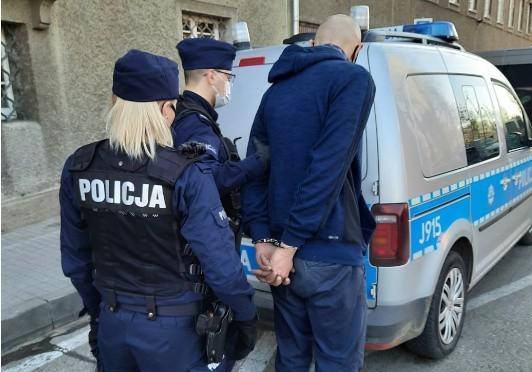 Opolscy policjanci zatrzymali złodziei kabli.