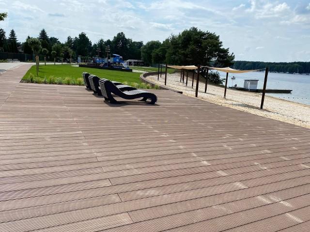 Barierki odgradzające turystów od głównej plaży w Pieczyskach i terenów przyległych  zniknęły 6 lipca. W sobotę 17 lipca oficjalne otwarcie