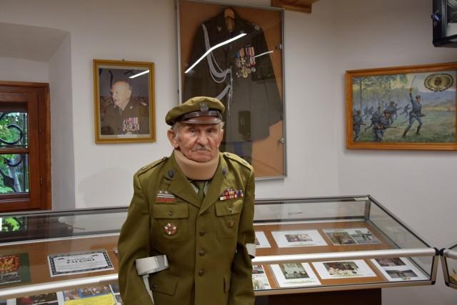 Niesamowite eksponaty przekazał starszy inspektor Związków Strzeleckich, Marian Lesiak.