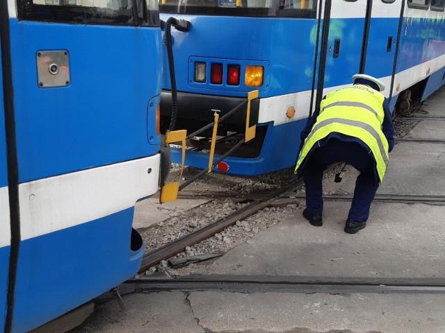 Wykolejenie tramwaju we Wrocławiu. Zdjęcie ilustracyjne.