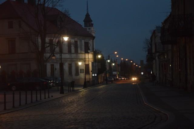 Opustoszałe stare miasto oraz Rynek sieradzki