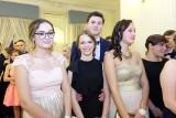 Studniówka 2018. III Liceum Ogólnokształcące w Białymstoku bawiło się w Dworze Czarneckiego (zdjęcia)