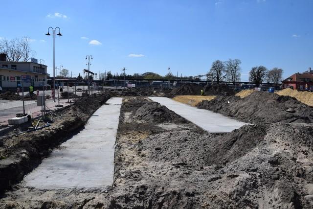 W Nowej Soli ruszyła budowa hali widowiskowo-sportowej. Zaczęło się wylewanie fundamentów. Obiekt stanie przy Krytej Pływalni Solan.  Kliknij w zdjęcie i przejdź do galerii. Zobacz wizualizacje hali.