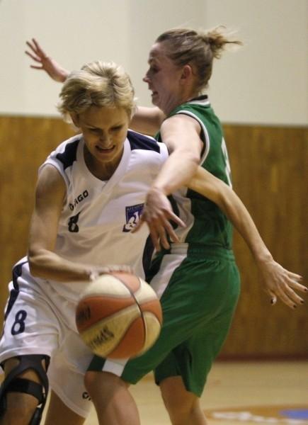 Rzeszowianki celująw drugie w tym sezonie zwycięstwo z KS Piaseczno. Nz. w akcji Magdalena Kowal.