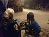 Przywiązali psy do drzewa w Inowrocławiu. Interweniowała straż miejska [zdjęcia]