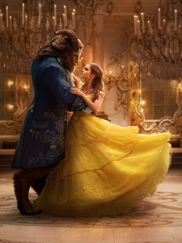 """Dan Stevens jako Bestia po prostu jest na ekranie, Emma Watson zaś, choć jest świetnie """"zrobiona"""" i robi na ekranie to, co do niej należy, ma ten rys pospolitości, który pozbawia Piękną wyjątkowości"""