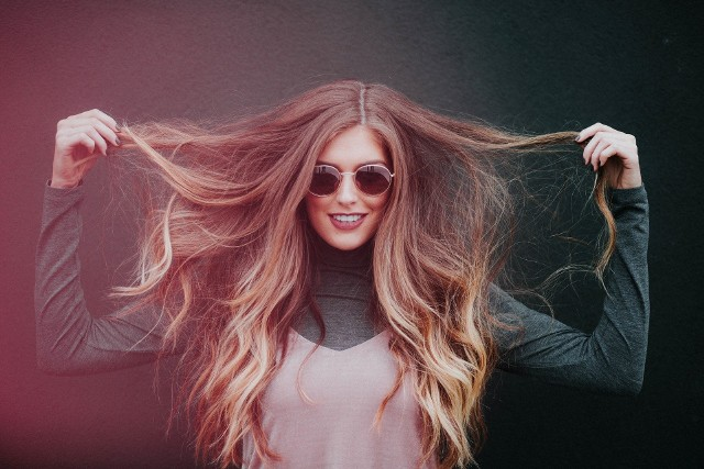 Fryzury z długich włosów - z grzywką, z długich i kręconych włosów, z długich i cienkich włosów [GALERIA INSPIRACJI]