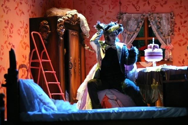 """...i """"Czerwony Kapturek"""" w wykonaniu Opery Wrocławskiej. To ostatnia propozycja to ukłon w stronę najmłodszych widzów, ale bynajmniej nie jedyny. - Planujemy poranki z  filmami. Na razie myślimy o  czterech, ale może być ich więcej, jeśli spodobają się opolanom - mówi Alina Burska z NCPP."""
