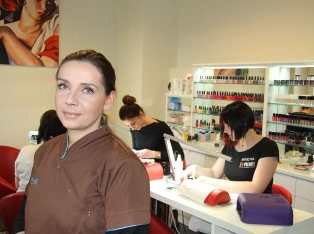 Katarzyna Pyzio, kosmetolog z salonu Top Beauty w Kielcach uczestniczy w programie przyjaznym dla chorych na łuszczycę.
