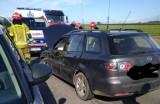 Wypadek na drodze Suraż - Borowskie Michały. Zderzenie mazdy ze skodą. Jedna osoba ranna [ZDJĘCIA]