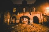 Magiczny Nikiszowiec osnuty mgłą w grudniu 2020. Zobaczcie najbardziej znane osiedle Śląska w obiektywie Marzeny Bugały, fotoreporterki DZ