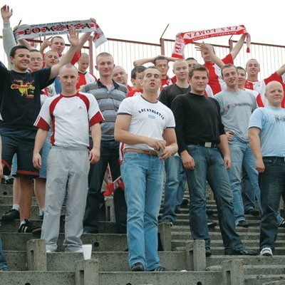 Kibice ŁKS-u chcą przyjść na mecz. Do wczoraj nie było jednak wiadomo, kiedy ich drużyna zagra pierwsze spotkanie.