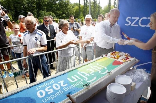 Mieszkańcy zjedli dwa ogromne torty.