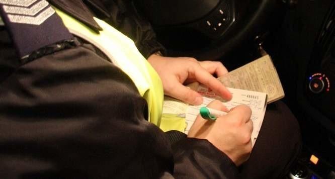 Kierowca audi dostał 10 punktów karnych i 500 zł mandatu.