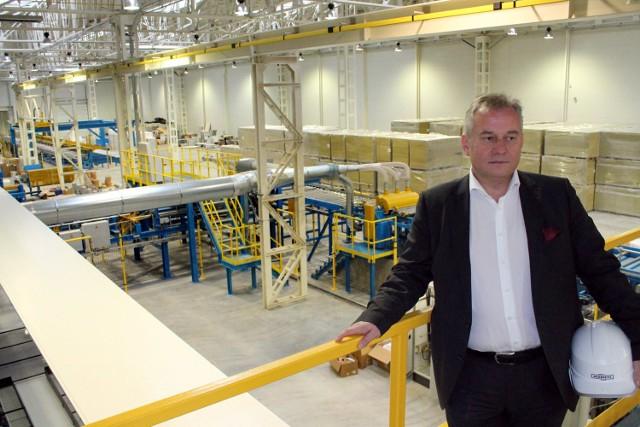- Będziemy tutaj wytwarzać płyty warstwowe do budowy hal  przemysłowych, logistycznych i innych obiektów - tłumaczy Szczepan Kusibab, dyrektor zarządzający w firmie Adamietz