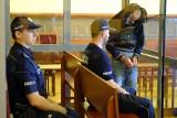 Co dalej z szefem aresztu w Toruniu? Zarzutów za dawanie prezentów dla mordercy brak!